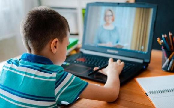 Частина українських шкіл перейде на дистанційне навчання