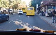 Перегони з тролейбусом: у маршрутки на ходу відлетіло колесо. ВІДЕО