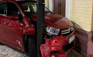 У Ковелі 18-річна п'яна водійка без прав врізалась в стовп. ФОТО