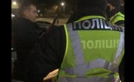 Докермувався: у Луцьку п'яного водія в кайданках забрали до поліції. ВІДЕО