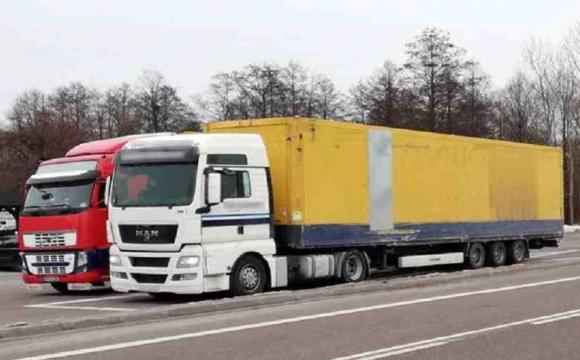 У Польщі за кермом 40-тонної вантажівки затримали 20-річного волинянина без прав. ФОТО