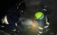 Довелося піднімати спецкраном: на 16-річного підлітка впала бетонна плита