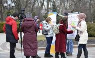 Українці розповіли, яку країну люблять більше, а яку - менше