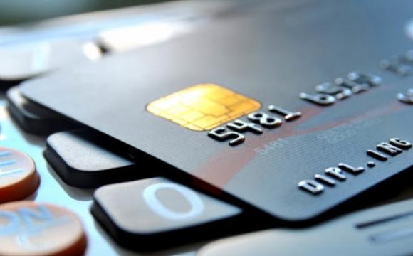 Користуватись чужими банківськими картками заборонено