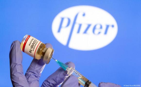 Для захисту від COVID-19 потрібно буде третє щеплення - Керівник Pfizer