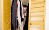 У Луцьку злодій-невдаха заснув у шафі