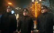 Українські копи і німецькі дипломати заспівали Щедрик