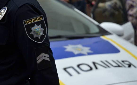 У Луцьку, до приїзду поліції, очевидці затримали чоловіка, який обікрав магазин