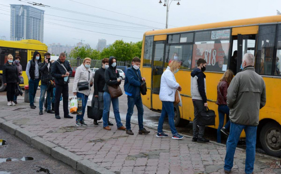 Тікав від поліції: у Львові водія автобуса оштрафували на 34 тис. грн