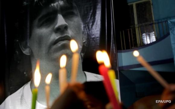 Прощання з Марадоною: величезні черги і заворушення