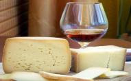 «Білок та кокосова олія»: українцям під виглядом сиру продають отруйний сирний продукт