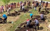 У Росії пройшли змагання зі швидкісного копання могил. ФОТО