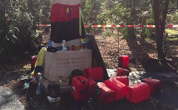 У Мюнхені могилу Бандери облили невідомою речовиною