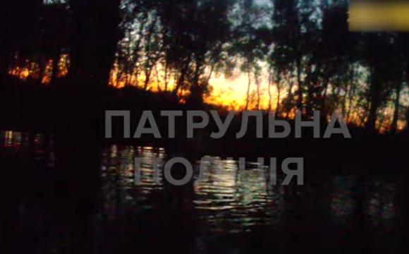 Як у Луцьку патрульні та нацгвардійці рятували чоловіка з річки. ВІДЕО