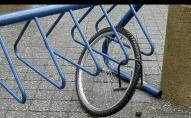 Не було грошей на автобус: волинянка викрала чужий велосипед, щоб доїхати до хати