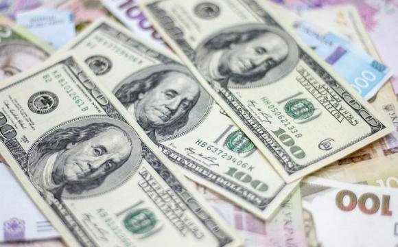Що робиться з курсом долара: українцям купувати чи продавати валюту