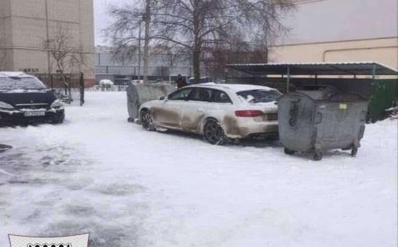 Луцького автохама заблокували з 2 боків смітниками. ФОТО