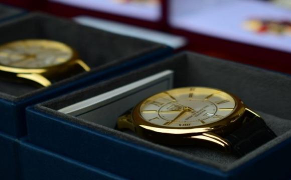Крадіжка на мільйон: у Луцьку обікрали магазин годинників