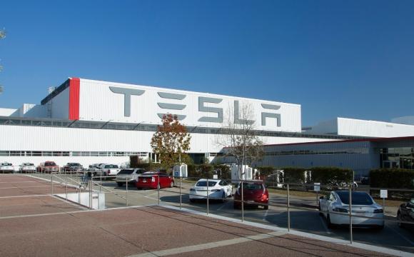 Компанія Тесла виплатить власникам їхніх авто по 16 тисяч доларів. Чому?