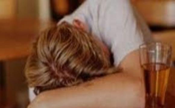 На Волині мати разом з сином розпивали спиртне: дитину забрали в лікарню