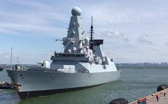 Росіяни відкрили вогонь по британському есмінцю у Чорному морі