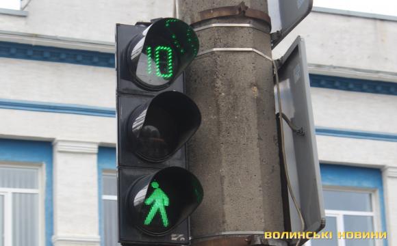 Переходив на зелене світло: у Луцьку Opel влетів у 24-річного хлопця