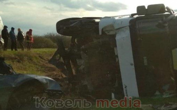 Показали відео моторошної ДТП з фурою поблизу Ковеля, в якій загинуло троє волинян