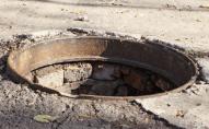 У Луцьку авто потрапило в люк: міськрада відшкодує 157 тисяч
