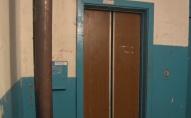 «Спаси і сохрани»: замість оновлення кабіни ліфт завісили іконами. ФОТО