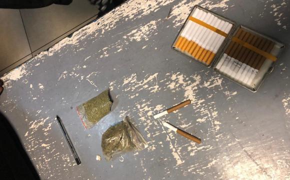 У трусах і шкарпетках: в «Ягодині» в пасажира автобуса знайшли наркотики