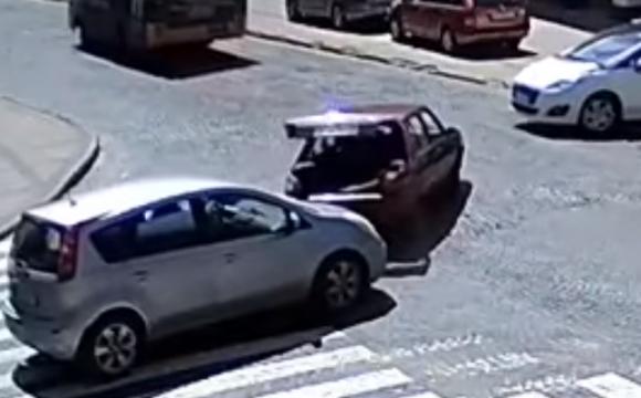 У Луцьку на перехресті зіткнулись два авто. ВІДЕО