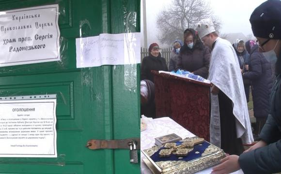 Віряни, які пішли від скандального священника на Волині, моляться на вулиці. ВІДЕО