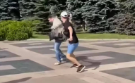 «Зіпсували піджак за 60 тисяч гривень»: харківського депутата облили сечею. ВІДЕО
