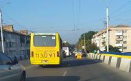 ДТП на мості у Луцьку: через зіткнення автомобілів утворився затор. ФОТО