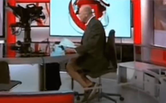 Телеоператор в ефірі «засвітив» ведучого без штанів