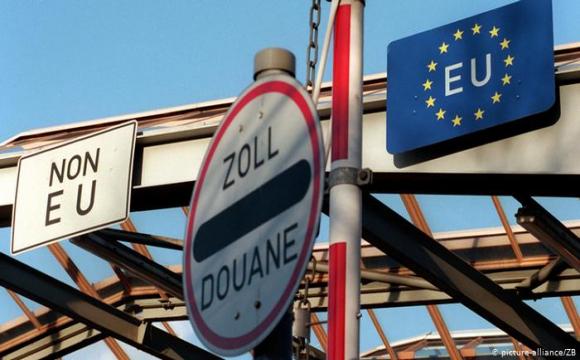 Єврокомісія пропонує посилити правила в'їзду до країн ЄС через ситуацію з коронавірусом