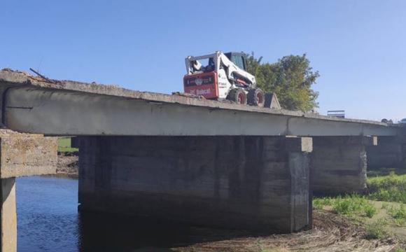 У селі на Волині злодії розбирають щойно відремонтований міст. ФОТО