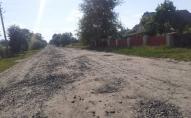 Жителі волинських сіл ремонтують дорогу за власні гроші. ВІДЕО
