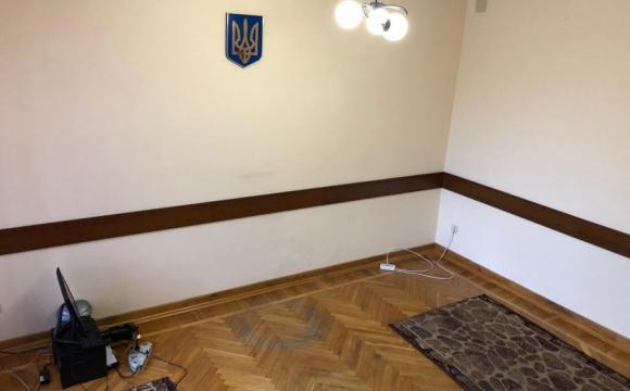 Скандал у Нововолинську: заступники попереднього мера пішли разом з меблями. ФОТО