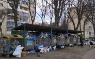 Повні смітники й сморід: лучани скаржаться на гори сміття