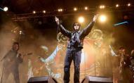 Вдарив головою: фронтмен відомого гурту побив фаната під час концерту у Полтаві. ВІДЕО