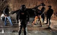 У Києві поліцейські тримали людину в гаражі і вимагали хабар. ВІДЕО