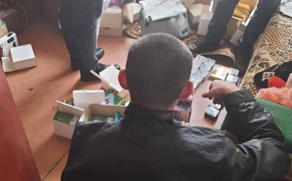 Українцям під виглядом таблеток для схуднення продавали психотропні засоби