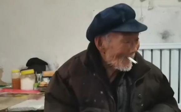 100-річний китаєць викурює по пачці в день. ВІДЕО