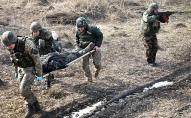 На Донбасі внаслідок обстрілу поранено українського військового