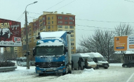 Через негоду в Луцьку зіткнулись фура та бус. ФОТО
