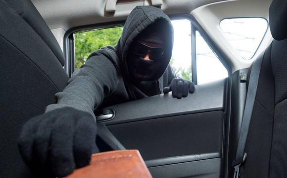 У Луцьку обікрали автомобіль, остерігайтеся злодія. ФОТО