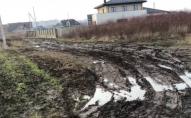 Неподалік Луцька мешканці скаржаться на місиво багнюки на дорозі. ВІДЕО