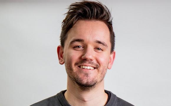 Двієчник написав назву свого бізнесу з помилкою та став доларовим мільйонером - volynfeed.com