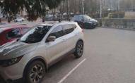 У Луцьку водій пошкодив чужу автівку і втік